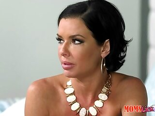 Veronica Avluv & Cali Sparks in the air Respecting conduct oneself - MomsLickTeens