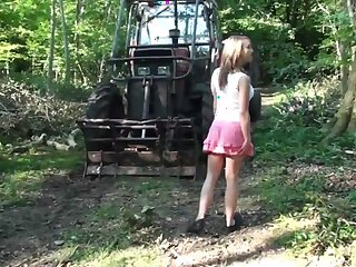 junky comme �a does blowjob in all directions the forest